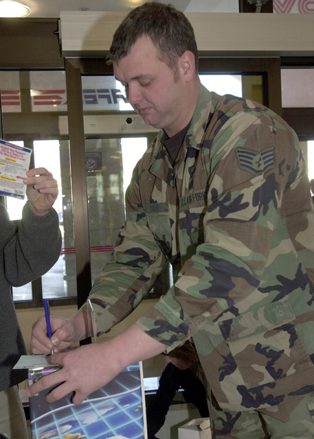 US Air Force (USAF) STAFF Sergeant (SSGT) Walter Fair, 31st Security Forces Squadron (SFS), fills out an entry form, to win prizes in a contest sponsored by the Information, Ticket, and Travel (ITT) Agency for the 31st Services Squadron, at Aviano Air Base (AB), Italy