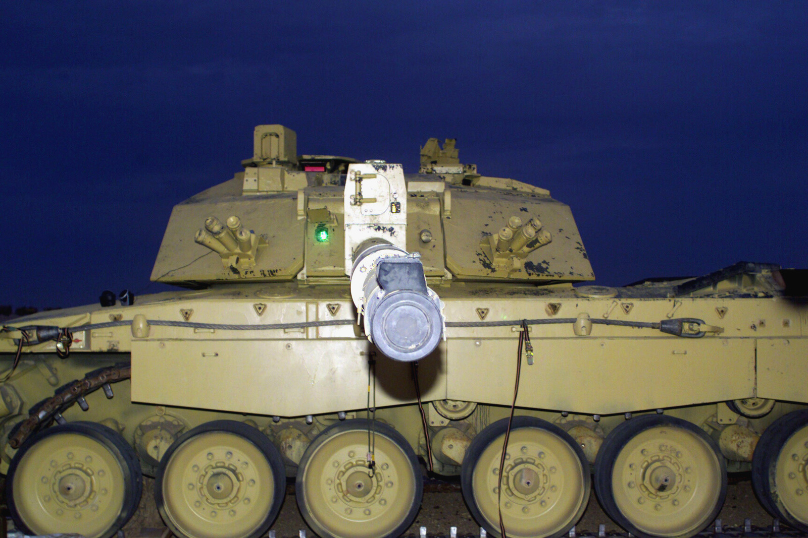 c84af56419c4 The business end of a British Challenger 2 Main Battle Tank (MBT ...