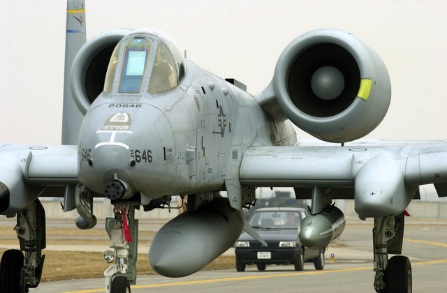 """A US Air Force (USAF) A-10A Thunderbolt II """"Warthog"""" attack aircraft from the 104th Fighter Wing (FW), 131st Fighter Squadron (FS), taxis into final position at Aviano Air Base (AB), Italy"""