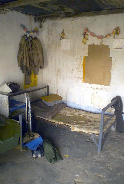 An Iraqi officers bunk and quarters secured on patrol by the 7th Marine Regiment Combat Operations Center (COC), in support of Operation ENDURING FREEDOM