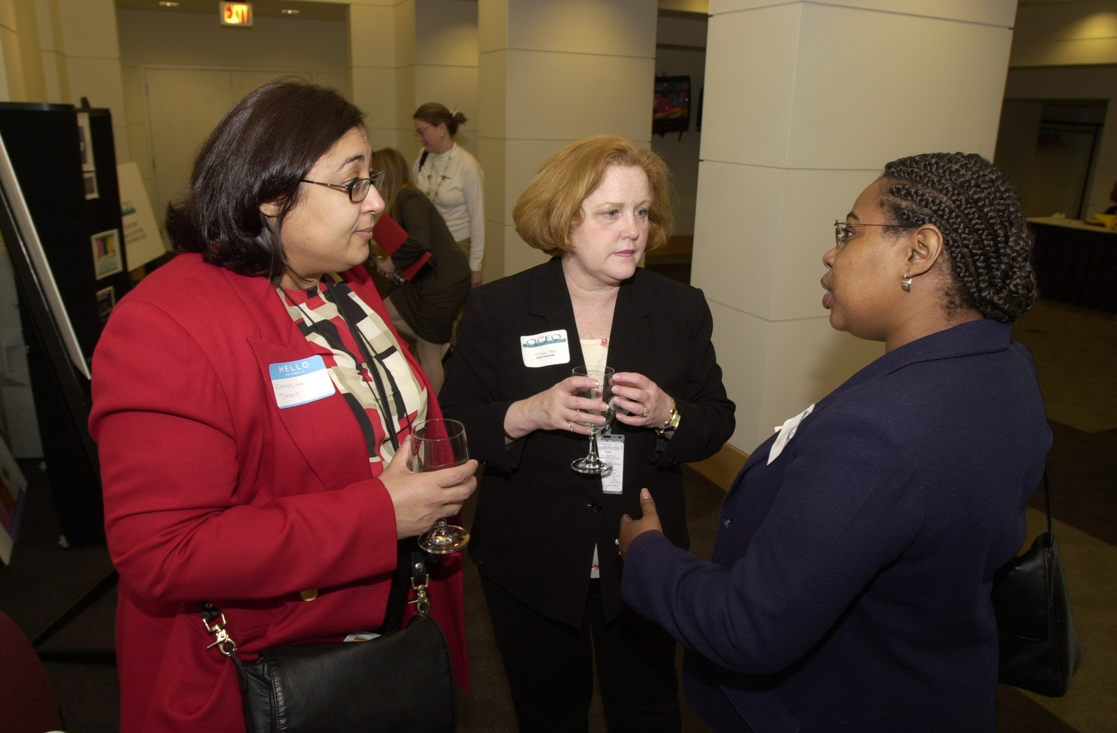 Administrator Christine Todd Whitman visits the Office of the Chief Financial Officer's (OCFO) Open House hosted by Chief Financial Officer (CFO) Linda Combs [412-APD-A129-DSC_0135.JPG]
