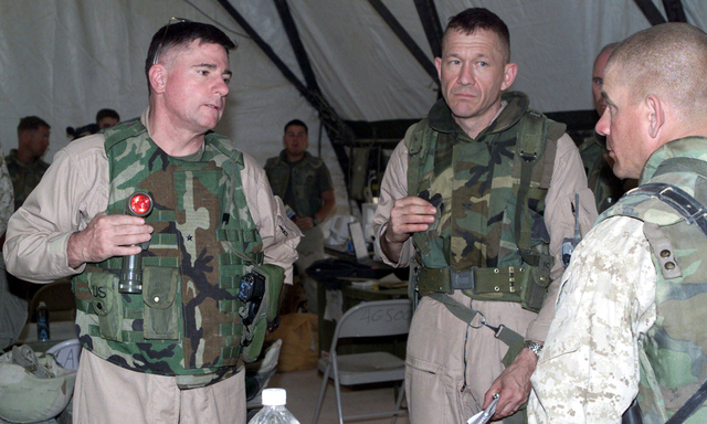 US Marine Corps (USMC) General (GEN) Terry G. Roblin, left, visits with the assistant Wing Commander of Marine Wing Support Squadron-271 (MWSS-271) Lieutenant Colonel (LCOL) Alan L. Thoma, right, at Three Rivers, Iraq, in support of Operation IRAQI FREEDOM