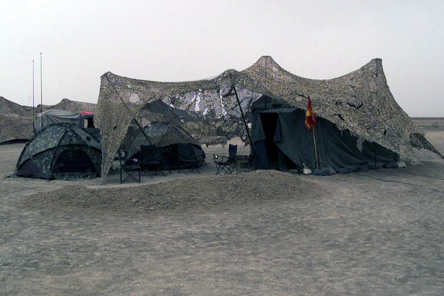 A view of the Commanders Quarters for US Marine Corps (USMC) Colonel (COL) Richard P. Mills, Commander, 24th Marine Expeditionary Unit (MEU) Special Operations Capable (SOC), at Camp Fenway, Iraq, during Operation IRAQI FREEDOM