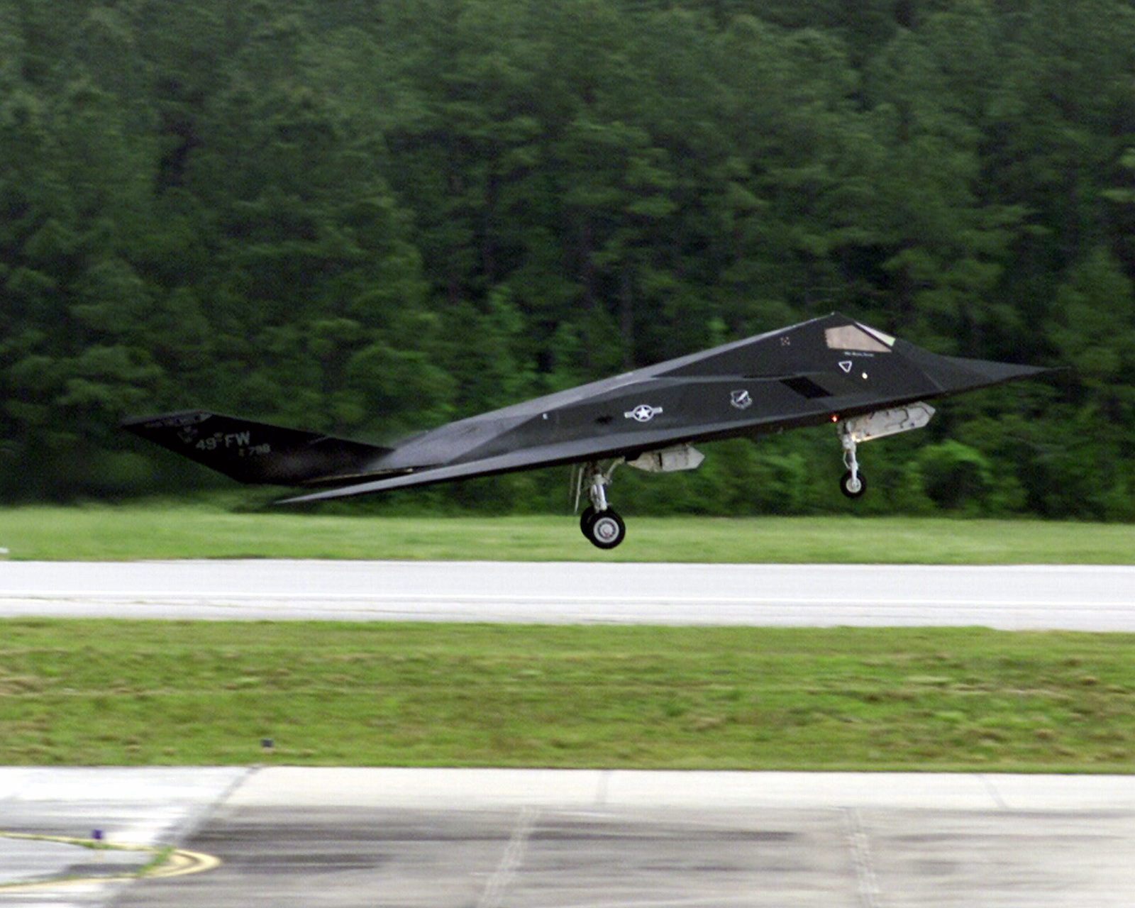 A US Air Force (USAF) F-117A Stealth Fighter takes off during an air show at Marine Corps Air Station (MCAS), Cherry Point, North Carolina (NC)