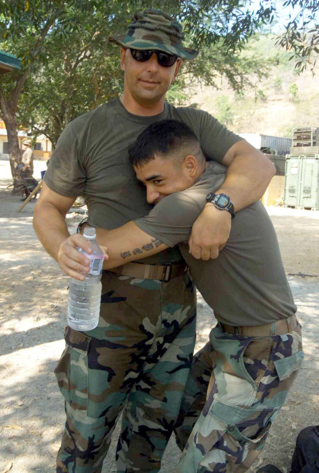 US Marine Corps (USMC), 2nd Battalion, 7th Marines, Fox Company, First Sergeant (1SGT) M. M. Geletko and Corporal (CPL) Nicholas J. Medina, both with the 2nd Battalion, 7th Marines, share a father-son moment during Exercise BALIKATAN 2003