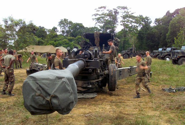 US Marine Corps (USMC) Marines assigned to S/Battery, 5th Battalion, 10th Marines, prepare to set M198, 155mm Towed Howitzer at Pong Nam Ran, Thailand, during Exercise COBRA GOLD 2003
