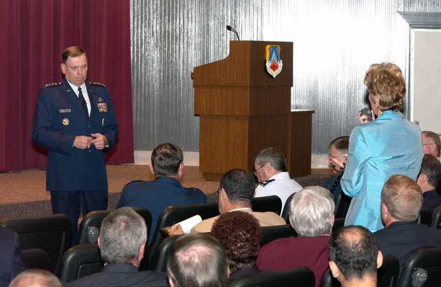 US Air Force (USAF) CHIEF Of STAFF (CS) General (GEN) John P. Jumper answers questions posed to him at the National Security Forum (NSF), held at the Air War College (AWC), Maxwell Air Force Base (AFB), Alabama (AL)