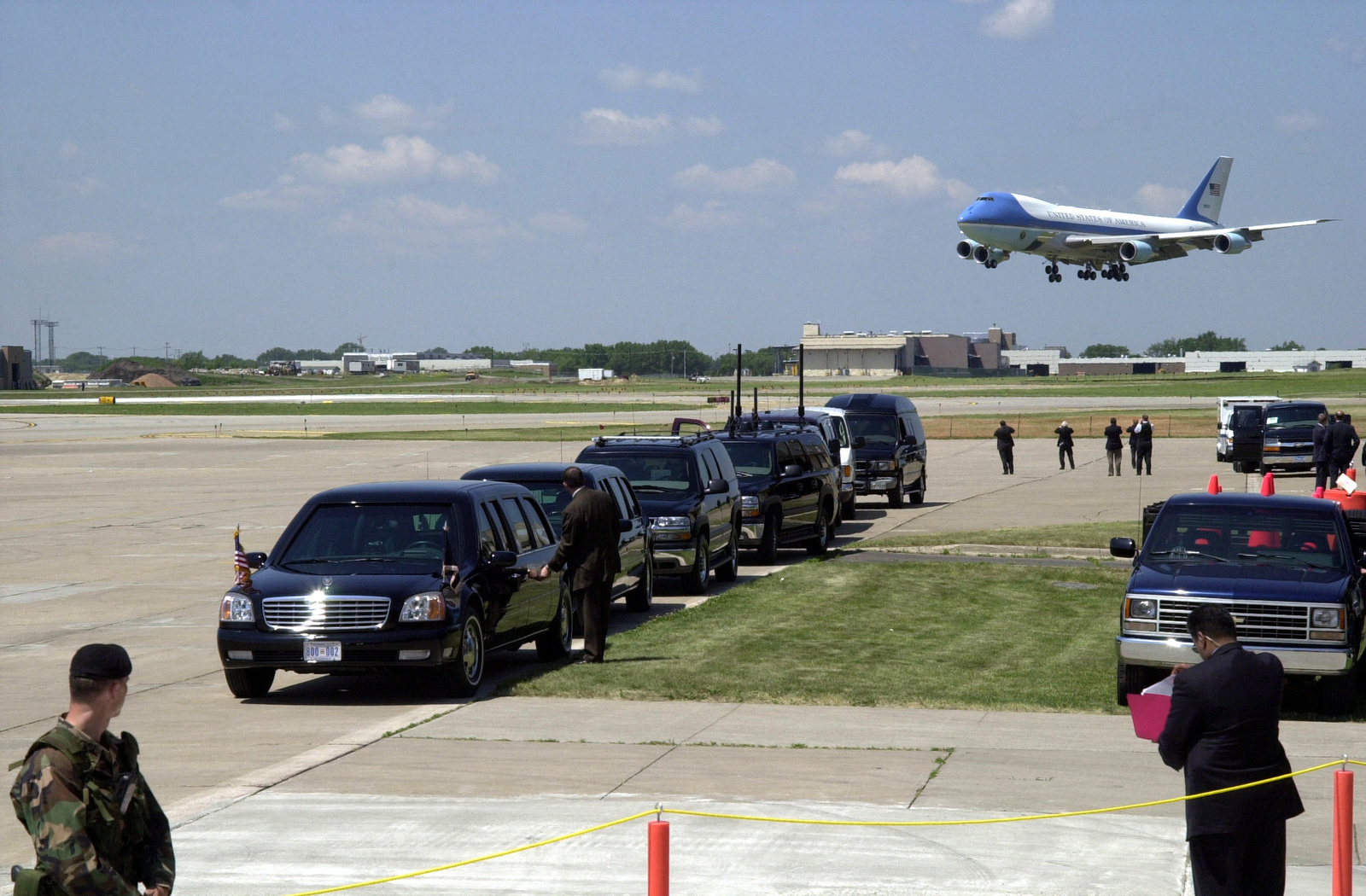 Limousines are lined up waiting on US President George W. Bush, as Air Force One (AF1) Lands at Minneapolis-St. Paul International Airport (MSP)