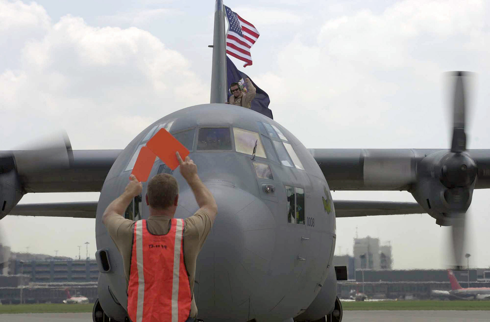 A US Air Force (USAF) C-130H Hercules cargo aircraft assigned to the 133rd Airlift Wing (AW), with the Minnesota Air National Guard (ANG), arrives during a re-deployment to Minneapolis, St. Paul, from Southwest Asia in support of Operation IRAQI FREEDOM