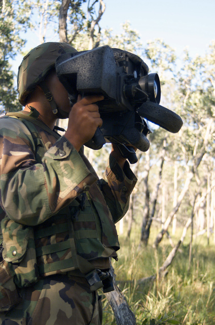 US Marine Corps (USMC) Lance Corporal (LCPL) Olivas, Golf Company, 2nd Battalion, 3rd Marine Regiment (2/3), looks through a JAVELIN Advanced Anti-tank Weapon System ß Medium eyepiece looking for enemy forces during training Exercise CROCODILE 2003 at Shoalwater Bay Training Area, Australia