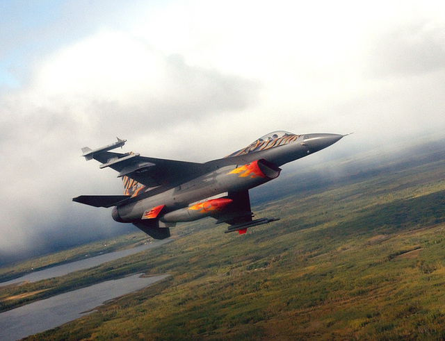 "A US Air Force (USAF) F-16C Fighting Falcon, 120th Fighter Squadron (FS), 140th Fighter Wing (FW), Colorado Air National Guard (COANG), flown by USAF Major (MAJ) Julian Clay, flie the return trip to Cold Lake, Alberta, Canada, after a week of exercie during the econd Tiger Meet of the America. The Tiger Meet of the America, firt ever held in Canada, inaugurated in 2001 in the Wetern Hemiphere to carry on the Tiger tradition of the long-etablihed European original experience; promoting olidarity and operational undertanding between NATO member. The Meet attracted 400 participant and over 20 aircraft, with at leat 6 fighter jet painted in ditinctive ""Tiger"" cheme. For a..."