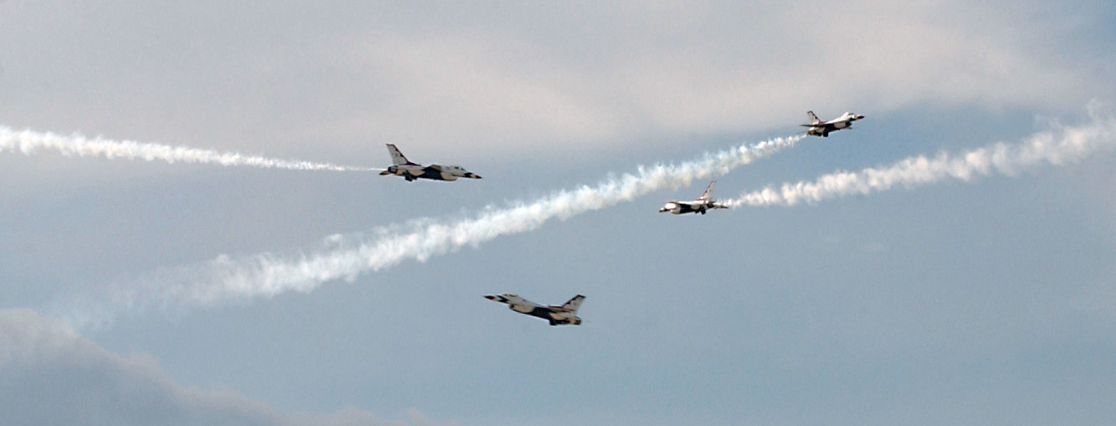 The United States Air Force Air Demonstration Squadron (USAFADS), The Thunderbirds, perform aerobatics in the skies in their F-16 Fighting Falcon fighter aircraft at Ellsworth Air Force Base (AFB), South Dakota (SD), for General (GEN) Hal Hornburg, not shown, the Air Combat Command (ACC) Commander