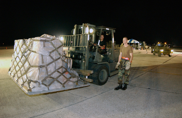 US Air Force (USAF) SENIOR AIRMAN (SRA) Sean Walko, with the 6th Communications Squadron (CS) marshalls a forklift with its cargo to a weigh station during the mobility Exercise Distant Thunder, at MacDill Air Force Base (AFB), Florida (FL)