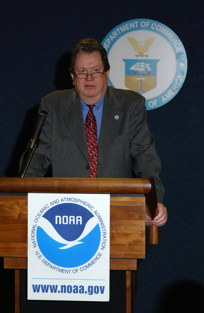 [Assignment: NOAA_2004_3137_11] National Oceanic and Atmospheric Administration - NOAA FISHERIES CONSTITUENT MEETING WITH SECRETARY DONALD EVANS AND UNDER SECRETARY FOR OCEANS AND ATMOSPHERE LAUTENBACHER [40_CFD_NOAA_2004_3137_11_DSC_5812.JPG]