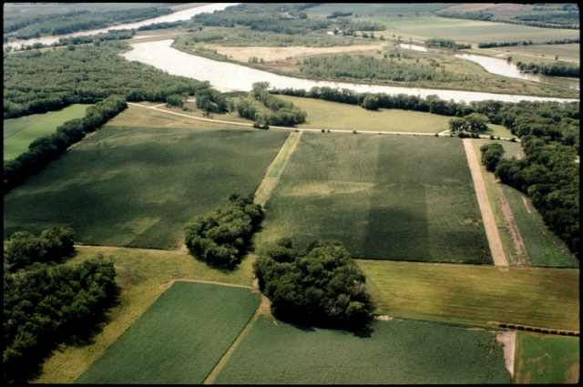 Library of Environmental Images, Office of Research and Development (ORD), September 1996 - Scenic/General - Aerial view of farmland