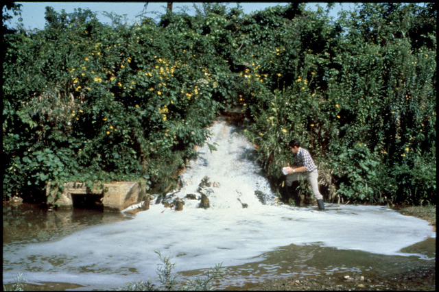 Library of Environmental Images, Office of Research and Development (ORD), September 1996 - Pesticides and Toxics - Collecting point-source discharge samples at ERL-Duluth (MN)