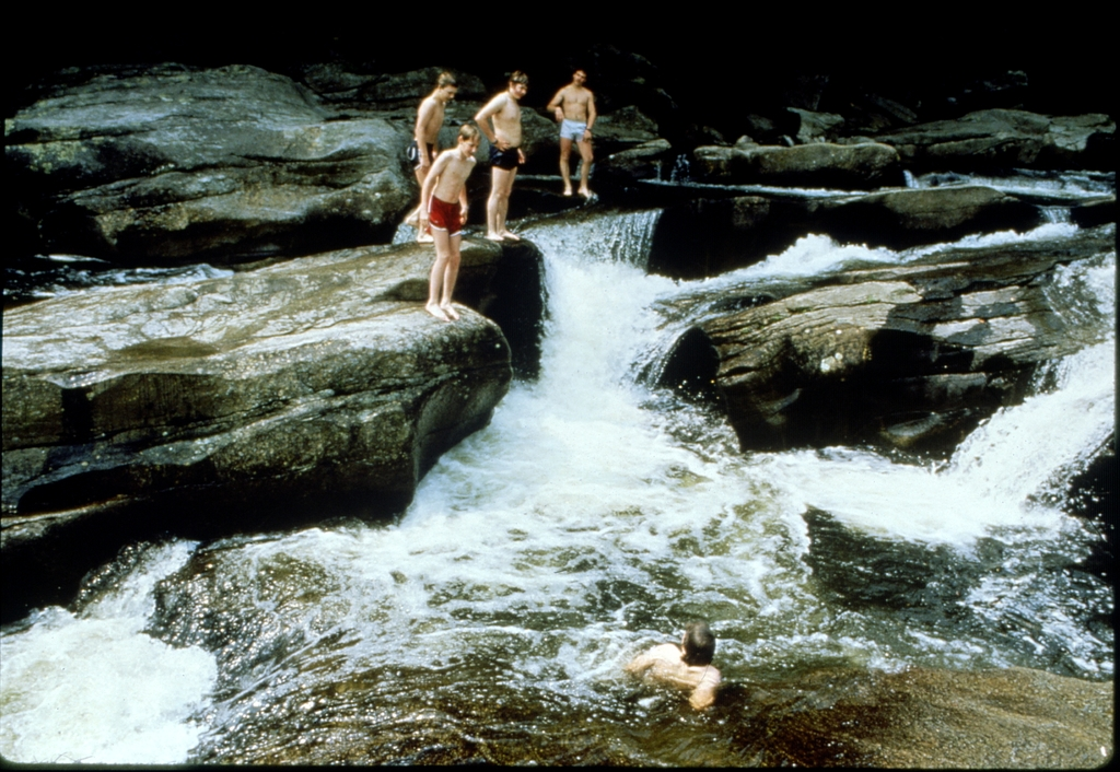 Library of Environmental Images, Office of Research and Development (ORD), September 1996 - Water - Swimmers at river