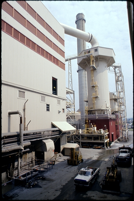 Library of Environmental Images, Office of Research and Development (ORD), September 1996 - Municipal Solid Waste - Recycling facility