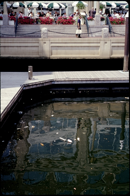 Library of Environmental Images, Office of Research and Development (ORD), September 1996 - Water - Trash in Boston Harbor (MA)