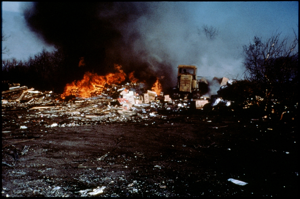 Library of Environmental Images, Office of Research and Development (ORD), September 1996 - Air - Burning garbage at landfill
