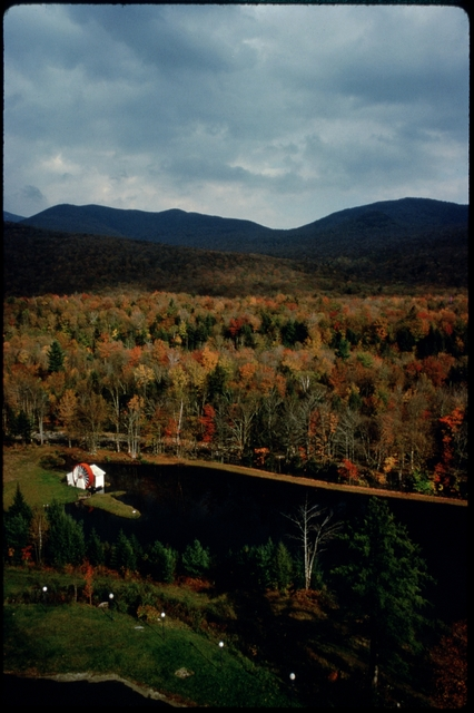 Library of Environmental Images, Office of Research and Development (ORD), September 1996 - Scenic/General - Lake surrounded by autumn foliage (NH)