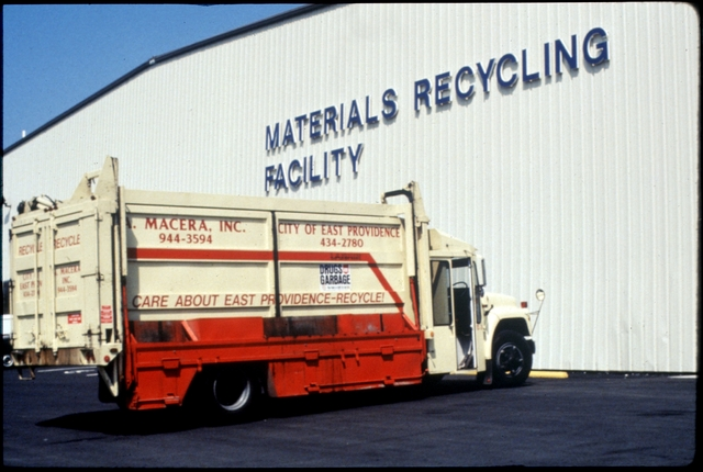 Library of Environmental Images, Office of Research and Development (ORD), September 1996 - Municipal Solid Waste - Recycling truck at materials recycling facility (RI)