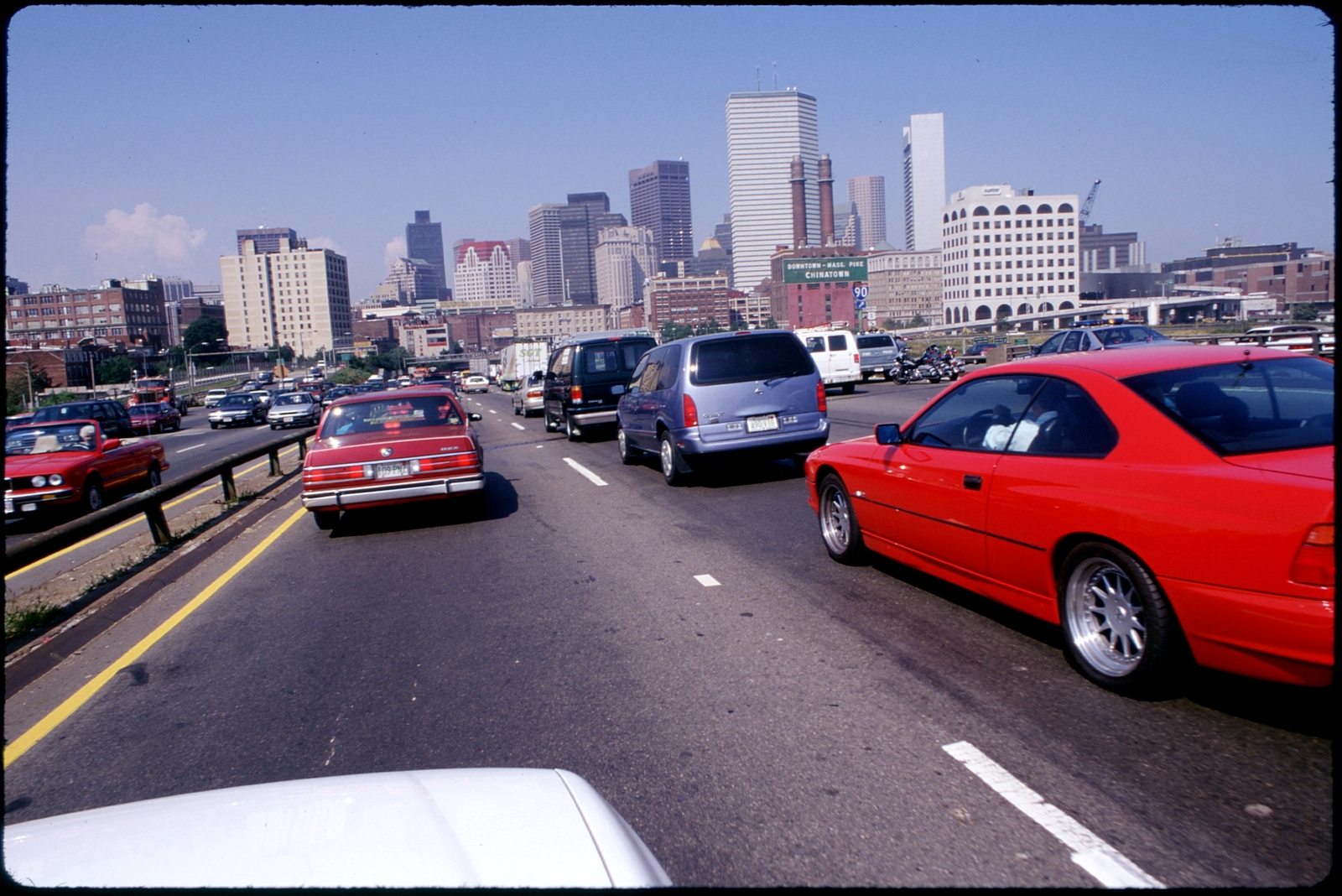 Library of Environmental Images, Office of Research and Development (ORD), September 1996 - Pollution Prevention - Urban traffic on highway (MA)