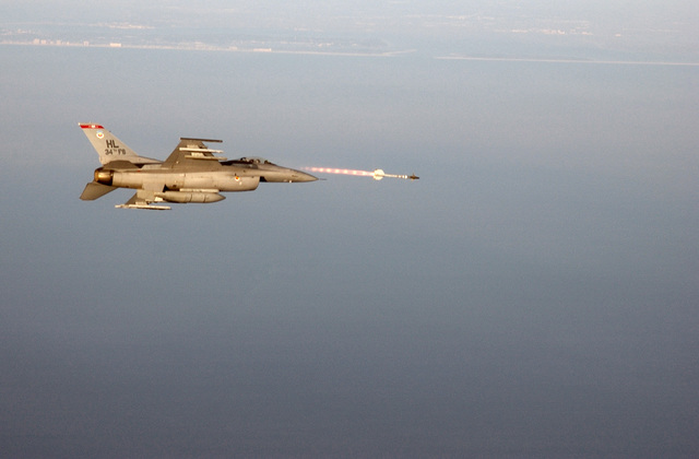 """US Air Force (USAF) Lieutenant Colonel (LCOL) Valentino Bagnani, Commander of the 34th Fighter Squadron (FS) """"Rude Rams,"""" Hill Air Force Base (AFB), Utah (UT), fires an AIM-9M Sidewinder heat-seeking missile at a sub-scale aerial target drone over the Gulf of Mexico from his F-16C Fighting Falcon in support of the Combat Archer Air-to-Air Weapons System Evaluation Program (AAWSEP)"""