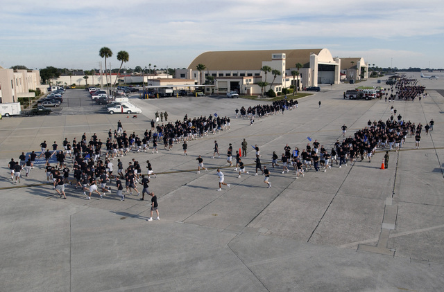 """US Air Force (USAF) personnel from the 6th Air Mobility Wing (AMW) and tenant units participate in the """"Fit to Fight"""" two-mile run on the flight line at MacDill Air Force Base (AFB), Florida (FL)"""