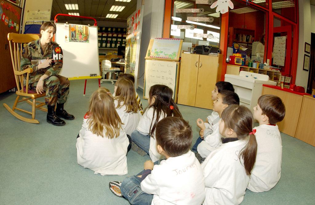 US Army (USA) SPECIALIST (SPC) Amanda MacLean, a Drug Abuse Resistance Education (D.A.R.E.) Program Officer, talks with a Kindergarten class at the Rhein Main Air Base (AB) Elementary school in Germany (DEU)