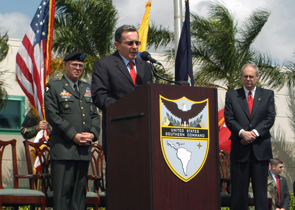 President Alvaro Uribe Velez of Columbia, along with U.S. Army GEN. James Hill (left), thank the soldiers and civilians of the U.S. Southern Command (USSOUTHCOM) for doing such a good job. (U.S. Army PHOTO by Chris Allison) (Released)