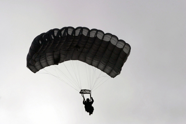 US Marine Corps (USMC) STAFF Sergeant (SSGT) David Hutton, 4th Force Reconnaissance Company (Force Recon Co), Kaneohe Bay, Hawaii (HI), Kaneohe Bay, Hawaii (HI), floats down during HALO (High Altitude Low Opening) military free fall training at Schofield Barracks in Oahu, HI