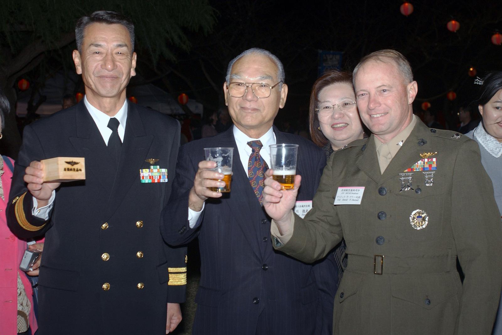 US Marine Corps (USMC) Colonel (COL) David Darrah (right