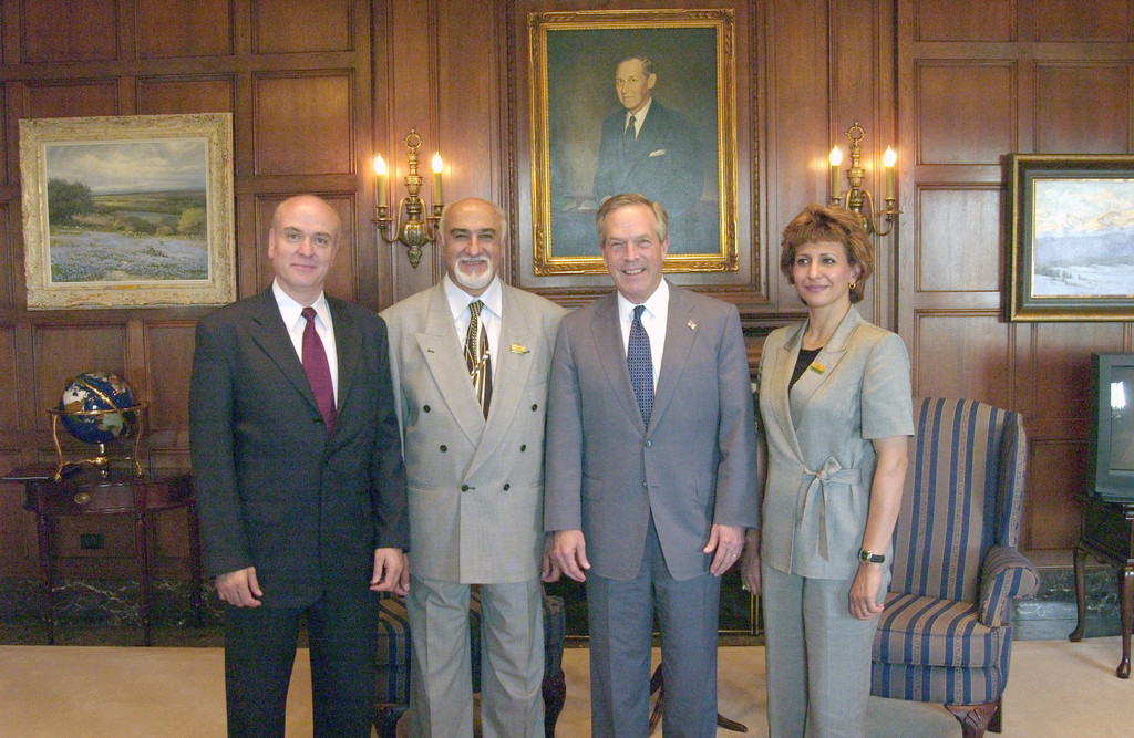 [Assignment: ITA_2004_4874_43] International Trade Administration - SECRETARY DONALD EVANS WITH IRAGI OLYMPIC COMMITTEE [40_CFD_ITA_2004_4874_43_DSC_2210.JPG]