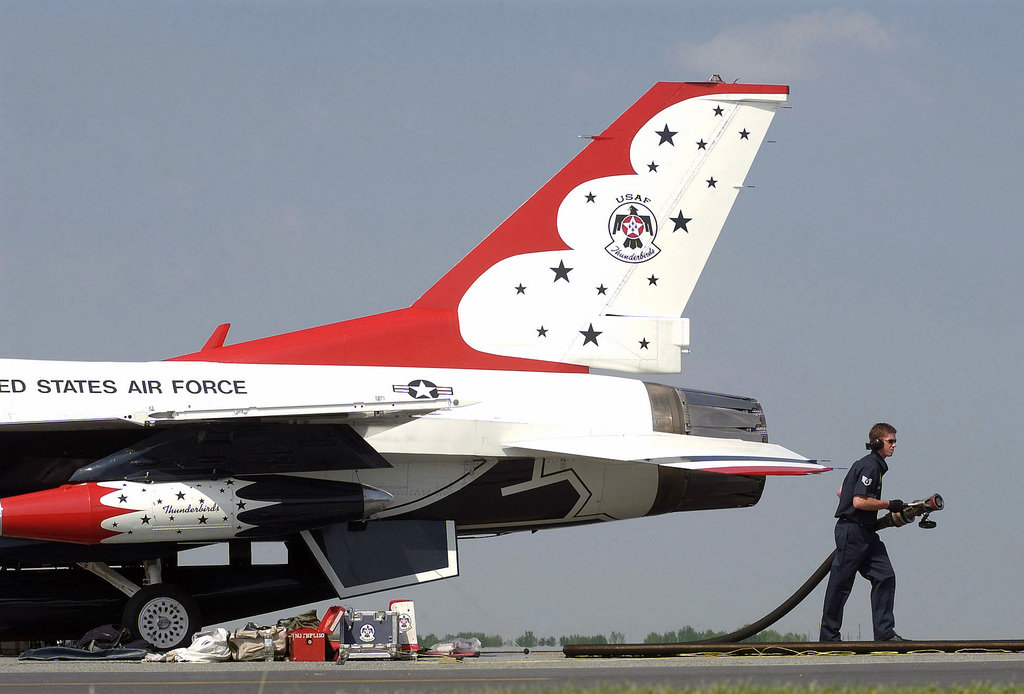 US Air Force (USAF) STAFF Sergeant (SSGT) Vance Randall with the 436th Aircraft Maintenance Squadron (AMXS) refuels the Number 8 F-16 Fighting Falcon Thunderbird aircraft at Dover Air Force Base (AFB), Delaware (DE), on its arrival for the weekend Air Show