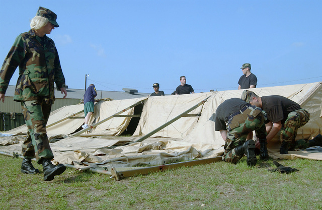 """US Air Force (USAF) Airmen assigned to the 20th Fighter Wings Judge Advocate Generals (JAG) prepare for field operations law training by helping to set up a """"temper"""" tent at Shaw Air Force Base, South Carolina (SC)"""