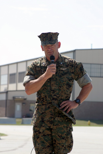 US Marine Corps (USMC) Lieutenant Colonel (LCT) L. Ross Roberts (foreground), Out-going Commander, Marine Fighter Attack Squadron Five Three Three (VMFA- 533), delivers his farewell speech during the during the Change of Command Ceremony for VMFA- 533, aboard Marine Corps Air Station (MCAS) Beaufort, South Carolina (SC)