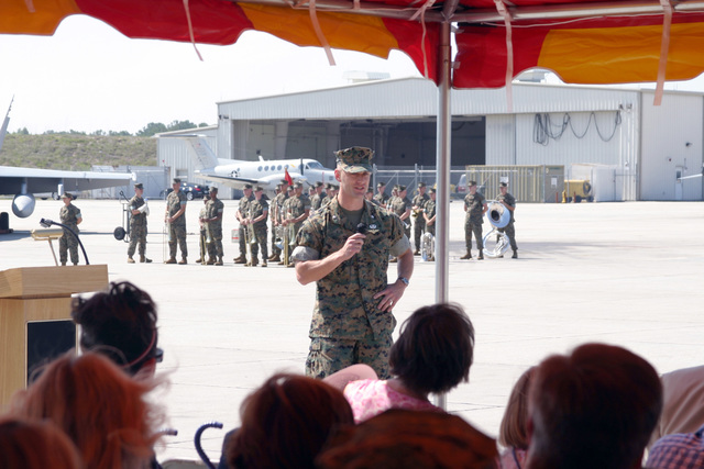 US Marine Corps (USMC) Lieutenant Colonel (LCT) Mark G. Mykleby, In-Coming Commander, Marine Fighter Attack Squadron Five Three Three (VMFA- 533), delivers his incoming speech during the during the Change of Command Ceremony for VMFA- 533, aboard Marine Corps Air Station (MCAS) Beaufort, South Carolina (SC)
