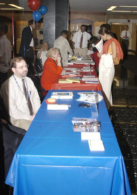 [Assignment: 59-CF-DS-13382-04] Department Employee Organizations Fair in Exhibit Hall [Photographer: Mark Stewart--State] [59-CF-DS-13382-04_DSC_0579.JPG]