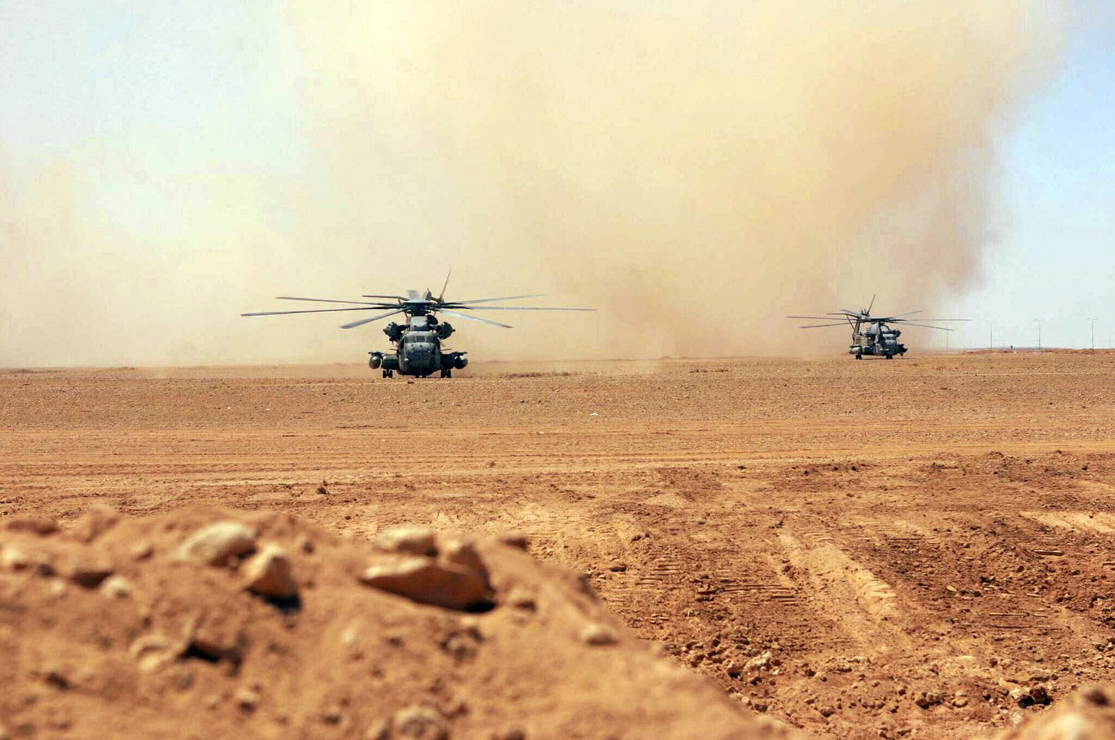 Al Walbde, Iraq (IRQ), US Navy (USN) CH-53 Sea Stallion