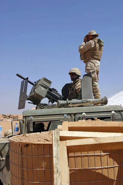 At Walbde, Iraq (IRQ), US Navy (USN) personnel with Sea Bees Detachment 14 provide security for their base camp near the Syrian border in support of Operation IRAQI FREEDOM. US Navy personnel man an MK19 40 mm Machine Gun