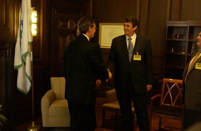 Mike Leavitt meets Utah [412-APD-A227-DSC_2449.JPG]