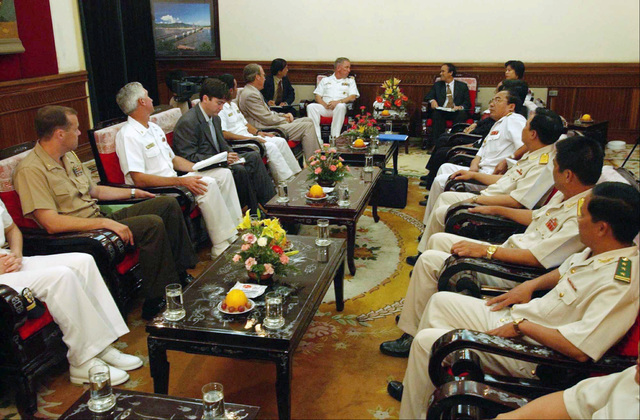 US Navy (USN) Commander (CDR) John T. Lauer III (left rear), Commanding Officer (CO), USS CURTIS WILBUR (DDG 54), meets with Tran Van Minh (right rear), Vice-chairperson and members of the Da Nang peoples committee upon arriving in the city of Da Nang, Vietnam. USN CDR Lauer expressed his gratitude to the people of Da Nang for their hospitality. The Arleigh Burke Class Guided Missile Destroyer is on scheduled port visit, the second USN ship to visit Vietnam and the first to visit Da Nang since 1973. These visits symbolize the continuation of normalized relations between the United States and Vietnam