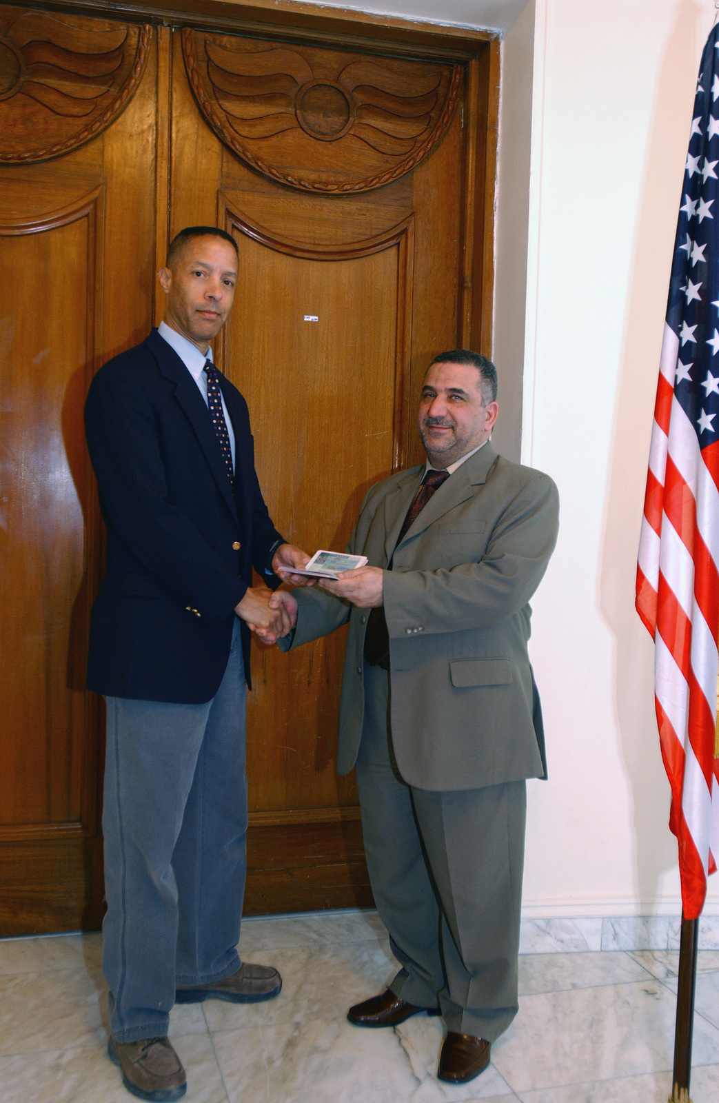 Mr  Paul Boyd (left), CHIEF of The Consular Section, US