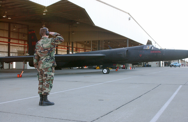 A U.S. Air Force U-2 Dragon Lady surveillance aircraft taxis out of a hangar, as a crew chief salutes, during the 9th Reconnaissance Wing's Operational Readiness Inspection at Beale Air Force Base, Calif., on Sept. 13, 2004.(U.S. Air Force PHOTO by John Schwab, CIV.) (RELEASED)