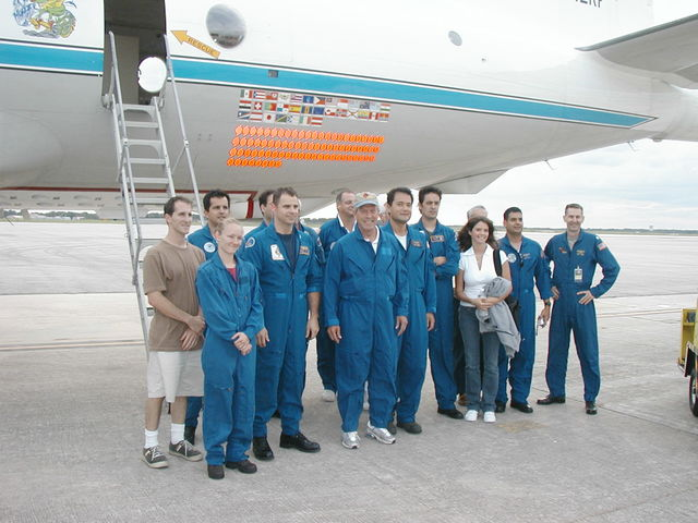 [Assignment: OS_2004_1201_239] Office of the Secretary - SECRETARY DONALD EVANS ON NOAA HURRICANE HUNTER [40_CFD_OS_2004_1201_239_825.JPG]