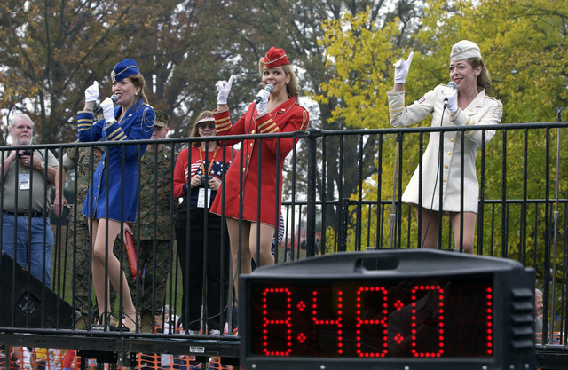 United Services Organization (USO) singers perform for spectators after the start of the 29th Annual Marine Corps Marathon at Washington, D.C., on Oct. 31, 2004. Since its inception in 1976, over 293,000 civilian and military runners from all walks of life have participated in the event. (USAF PHOTO by STAFF SGT. Gina M. OBryan) (Released)