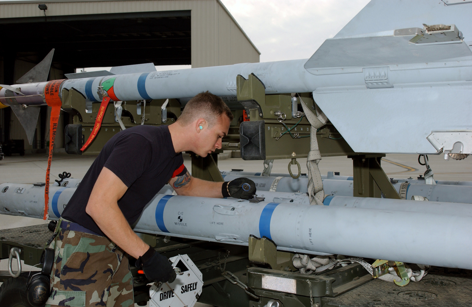 California Air National Guard SENIOR AIRMAN Carl Catron, a member of the 144th Fighter Wing, inspects AIM-9M Sidewinder heat-seeking air-to-air missiles during an Operation Readiness Exercise at Fresno Air National Guard Base at Fresno Yosemite International Aiport, Calif., on Nov. 3, 2004. (USAF PHOTO by MASTER SGT. Matthew P.Millson) (Released)