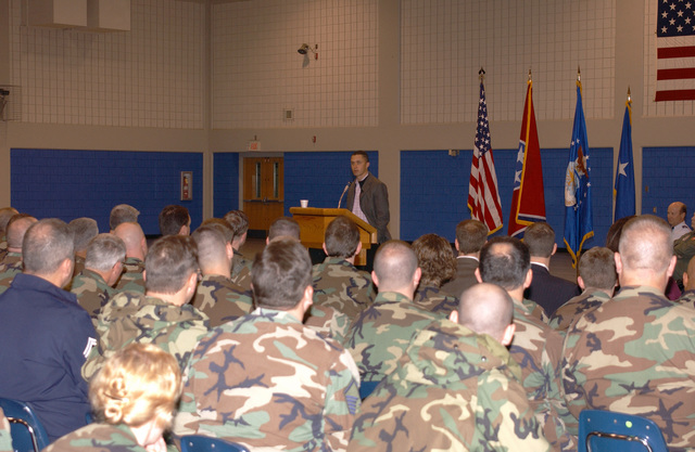 Congressman Harold E. Ford Jr., (D-TN), addresses members of the 134th Air Refueling Wing, Tennessee Air National Guard, during a town hall meeting at McGhee Tyson Air National Guard Base, Tenn., on Jan. 8, 2005. (USAF PHOTO by SENIOR MASTER SGT. Anthony L. Taylor) (Released)
