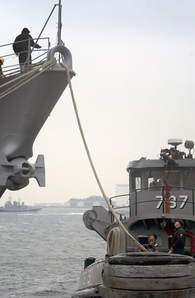 050208-N-9851B-008 (Feb. 8, 2005)The US Navy (USN) Large Harbor Tug USS KITTANNING (YTB 787) (right) attaches a tug line through the bull nose of the USN Spruance Class Destroyer USS CUSHING (CG 985) as she prepares to get underway from Commander Fleet Activities Yokosuka (CFAY), Yokosuka, Kanagawa Prefecture, Japan (JPN).U.S. Navy official photo by Photographer's Mate Second Class John L. Beeman (RELEASED)